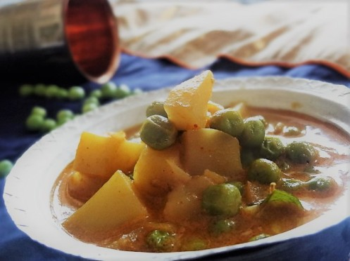 potato green peas curry